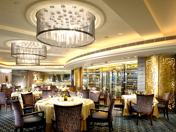 New World Millennium Hong Kong hotel dining area