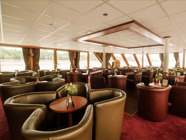 Lounge area on the m/s River Navigator